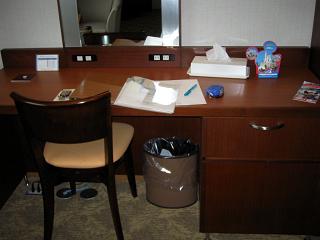客室内にあった机